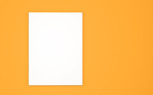 Modello di copertina del libro bianco isolato su giallo