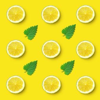 Modello di fette di limone e foglie di melissa