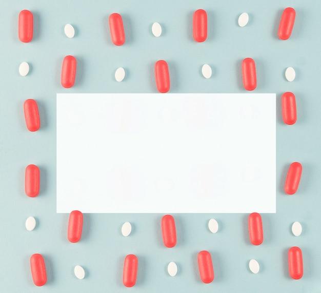 Modello di medicina su sfondo blu brillante. farmacia moderna