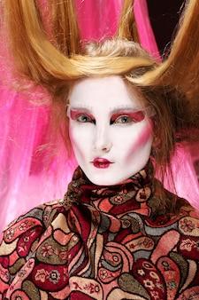 Modello di moda in elegante immagine asiatica