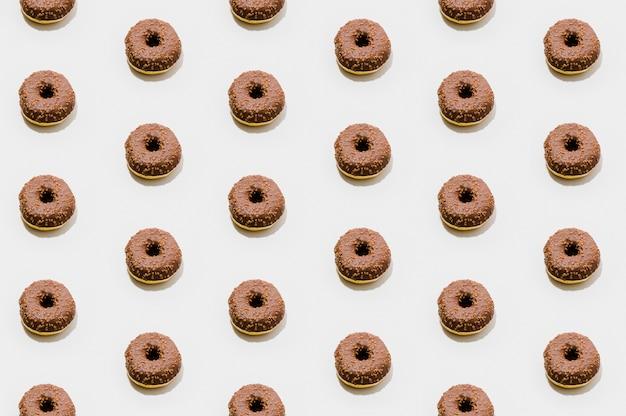 Modello di panetteria con ciambelle al cioccolato