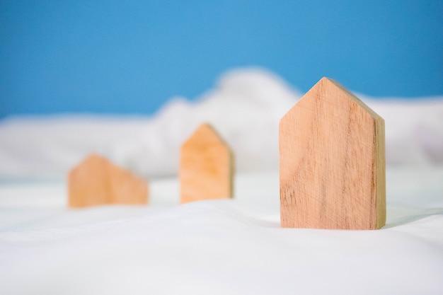 Modello di piccola casa in legno