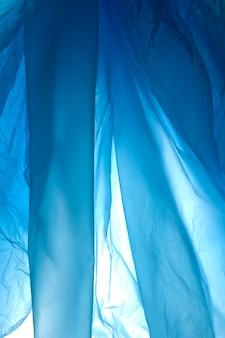Modello di sacchetto di plastica. ornamento di plastica backgraund in blu.