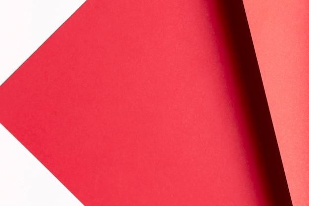 Modello di tonalità rosso piatto laici con spazio di copia