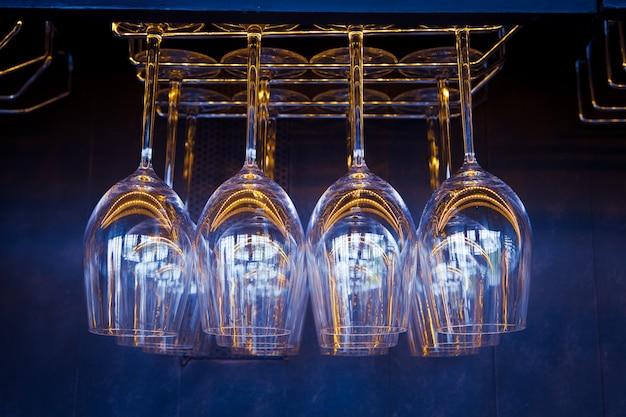 Modello di vetro nel ristorante e pub