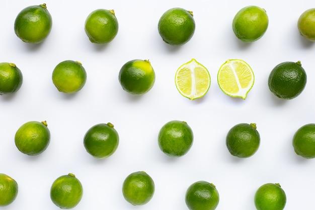 Modello isolato di lime freschi