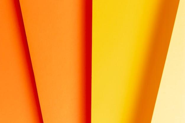 Modello piatto laico fatto di diverse tonalità di colori caldi in primo piano