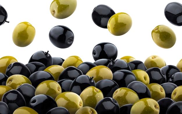 Modello senza cuciture di olive verdi e nere miste. isolato su sfondo bianco