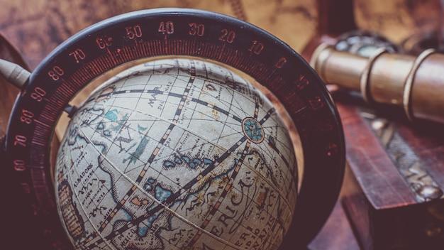 Modello world globe con piedistallo per uso decorativo e didattico