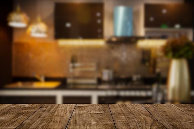 Moderna cucina di lusso tono dorato nero con spazio sul tavolo in legno per visualizzare o montare i tuoi prodotti.