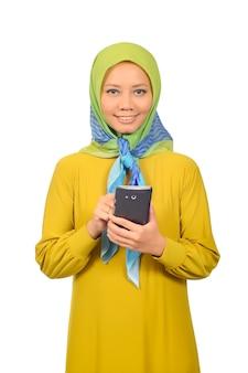 Moderna donna musulmana in hijab