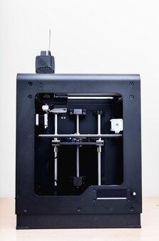 Moderna stampante 3d professionale in plastica