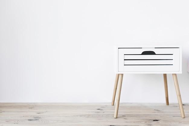 Moderno comodino minimalista