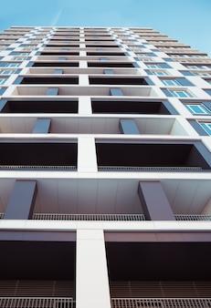 Moderno e nuovo condominio.