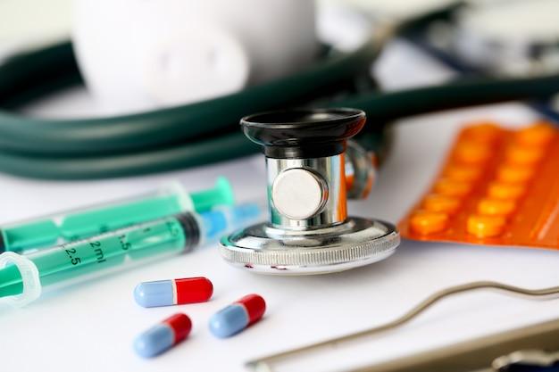 Modulo di assicurazione sanitaria, documenti e questionario per concetti assicurativi