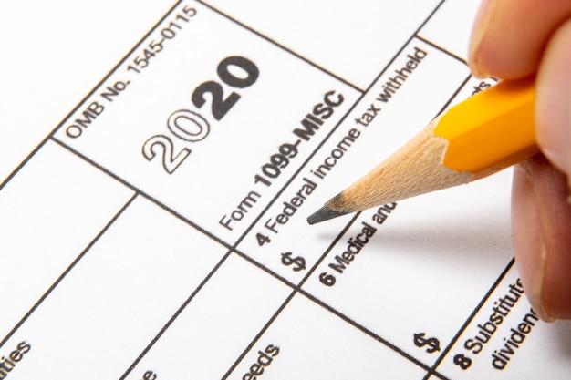 Modulo fiscale 1099-misc su sfondo bianco.