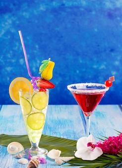 Mojito al limone e cocktail margarita rossi