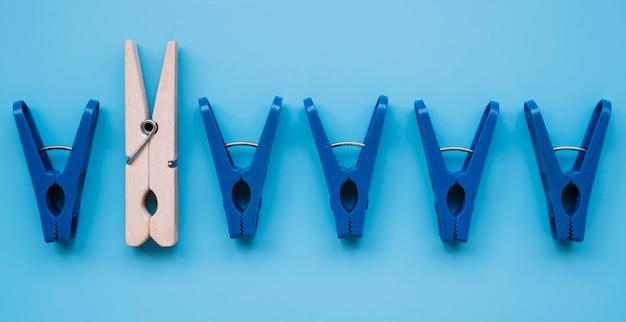 Mollette da bucato di plastica piatte e di legno