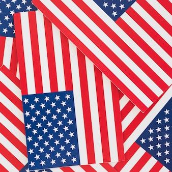 Molte bandiere nazionali d'america