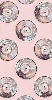 Molte bombolette spray usate per disegnare graffiti si trovano sul rosa