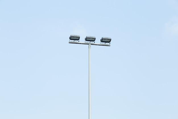 Molte lampade in pole
