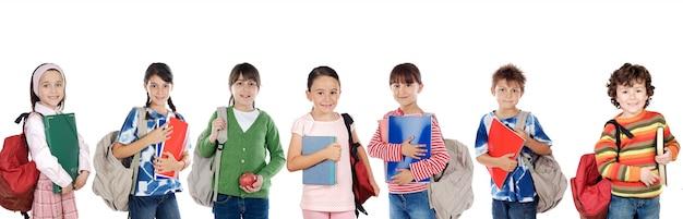 Molti bambini pronti per la scuola