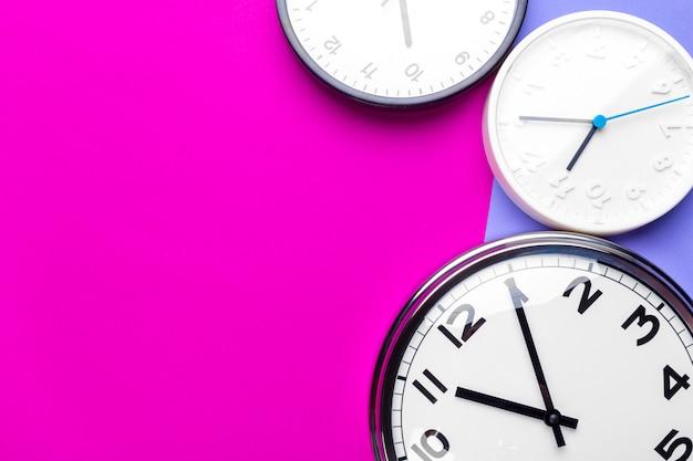 Molti orologi diversi
