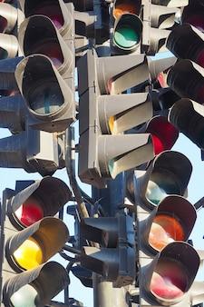 Molti semafori su un post