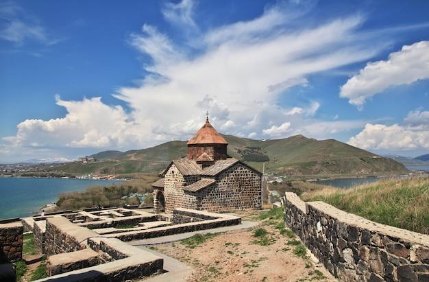 Monastero sevanavank sul lago sevan, armenia