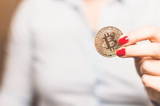 Moneta bitcoin dorata di criptovaluta.
