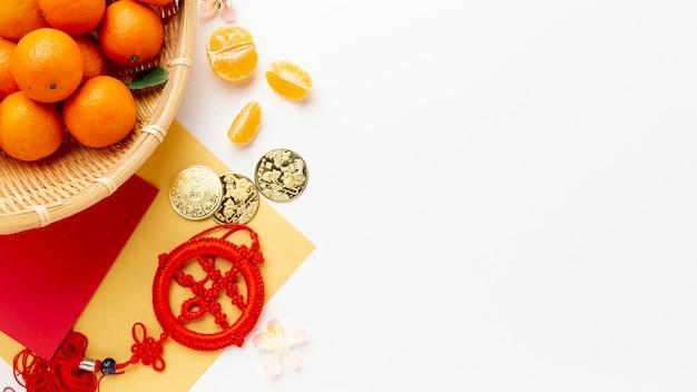 Monete d'oro e pendente cinese di nuovo anno