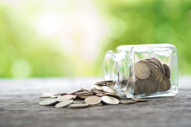 Monete in una bottiglia salvadanaio