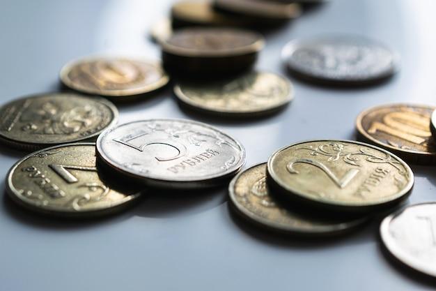 Monete russe su bianco
