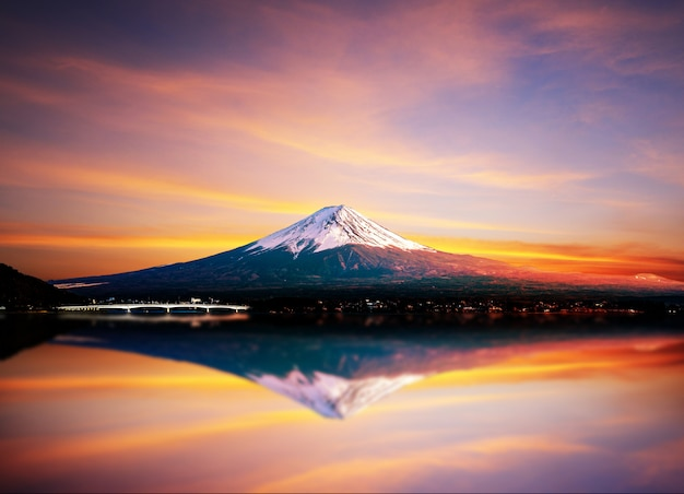 Montagna di fuji e lago kawaguchiko.