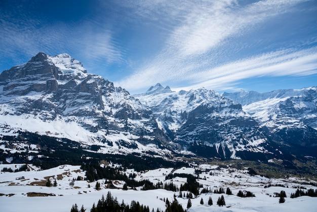 Montagna di titlis in estate, svizzera