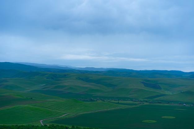 Montagne e pianure in estate
