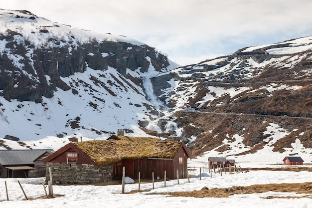 Montagne, fiordo innevato
