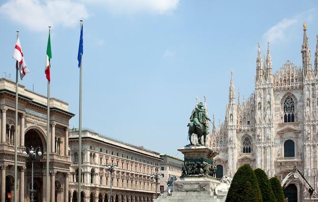 Monumento a vittorio emanuele ii a milano