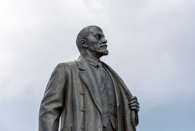 Monumento a vladimir lenin a mosca in russia