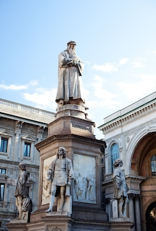 Monumento dedicato a leonardo da vinci, milano
