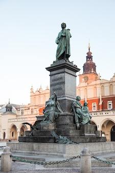 Monumento dedicato al poeta polacco adam mickiewicz