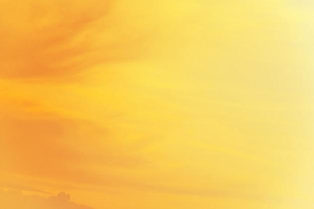 Morbido nuvoloso è gradiente pastello, sfondo astratto cielo in colore dolce.