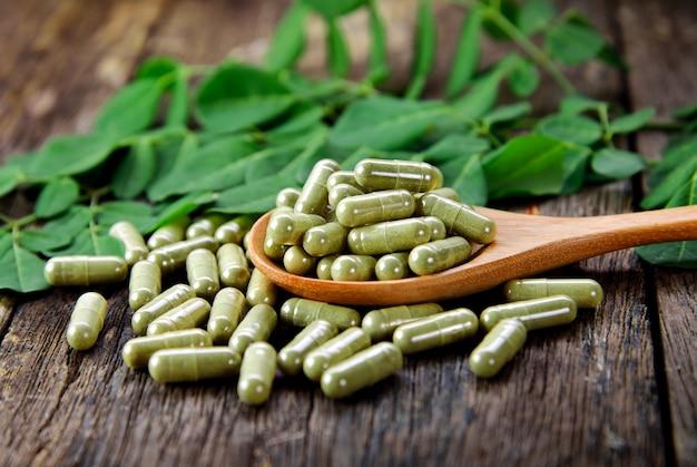 Moringa foglie e capsule (erbe per la salute)