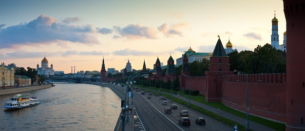 Mosca nel tramonto estivo. russia