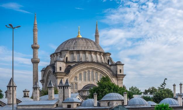 Moschea nuruosmaniye a istanbul, turchia