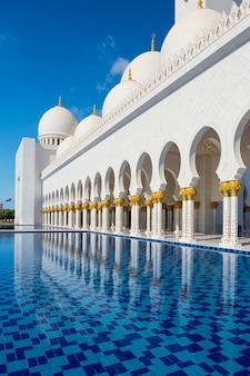 Moschea sheikh zayed ad abu-dhabi, emirati arabi uniti