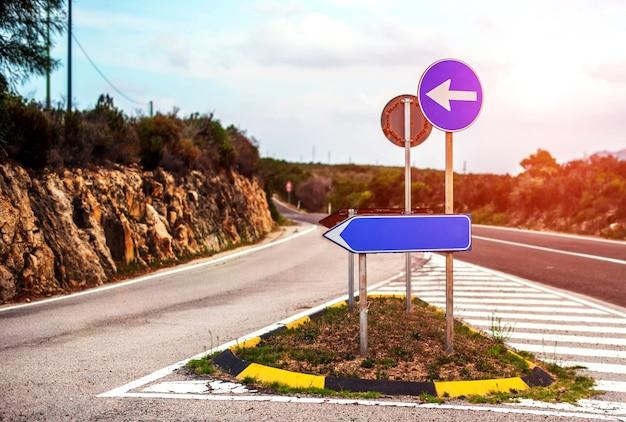 Motivazione del segnale stradale con il posto per il vostro testo