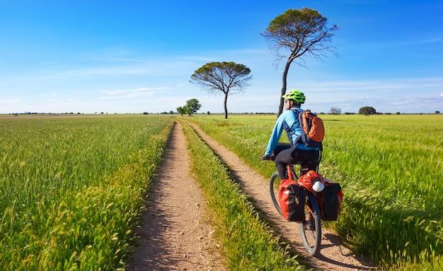 Motociclista di camino de santiago in bicicletta
