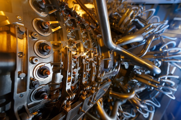 Motore a turbina a gas del compressore del gas di alimentazione situato all'interno della custodia pressurizzata