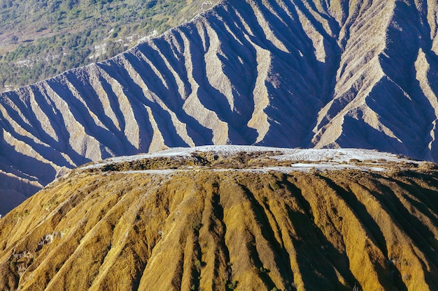 Mount bromo vulcano (gunung bromo) durante l'alba dal punto di vista sul monte penanjakan